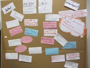 Pinnwand mit Vorschlägen zur Beteiligung im Engagementbüro Neukölln