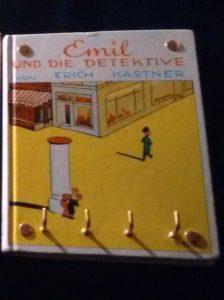 Schlüsselbrett aus dem Buch Emil und die Detektive