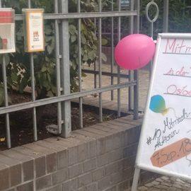 Berliner Freiwilligentage: Schaufenster verschönern im Café VIA